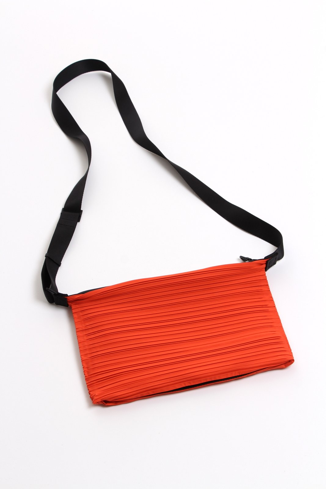 Pleats Please Petit sac Orange vendu par Bleu Natier