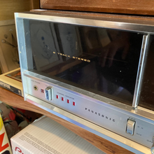 Load image into Gallery viewer, Panasonic 8 track stereo with speakers RE-7070