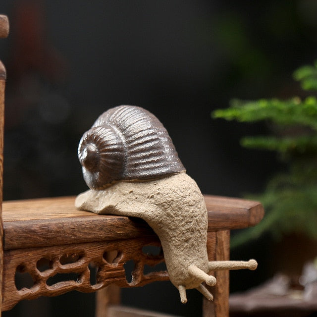 T Ceramic Small Snail Ornaments Bonsai Micro Landscape Home Decoration Accessories for Living Room Tea Pets Desk Decorations