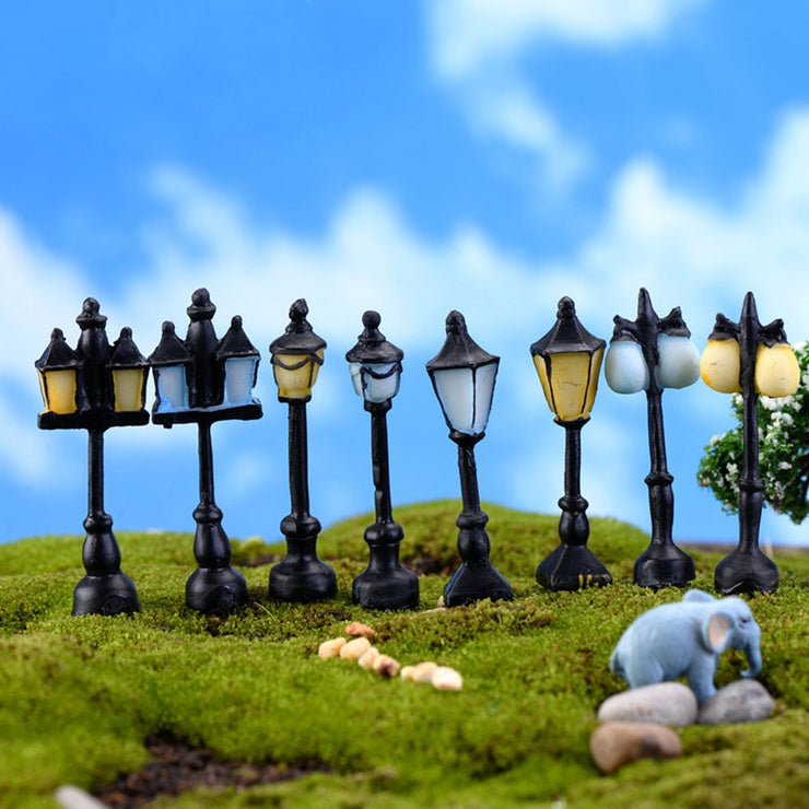 Retro Mini Street Lamp Miniature Garden Ornament Streetlight Figurines Fairy Garden Decoration Resin Craft Micro Landscaping