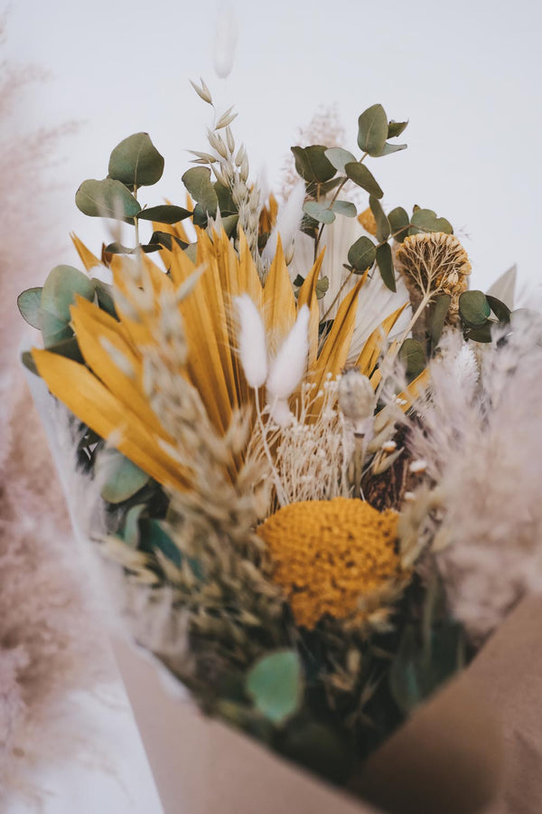 Makaro Medium Dried Flower Bouquet