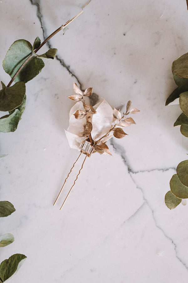 Hekate Handmade Flower Needle
