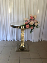 Load image into Gallery viewer, Aria cake table in Silver or gold
