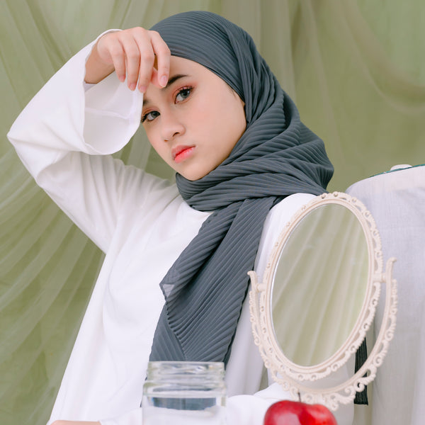 Ayra Pleats Shawl Olive