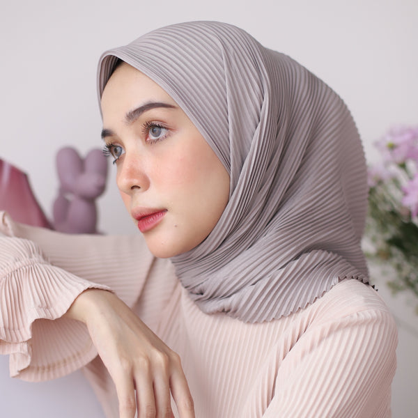 Geya Pleats Square Dove Grey