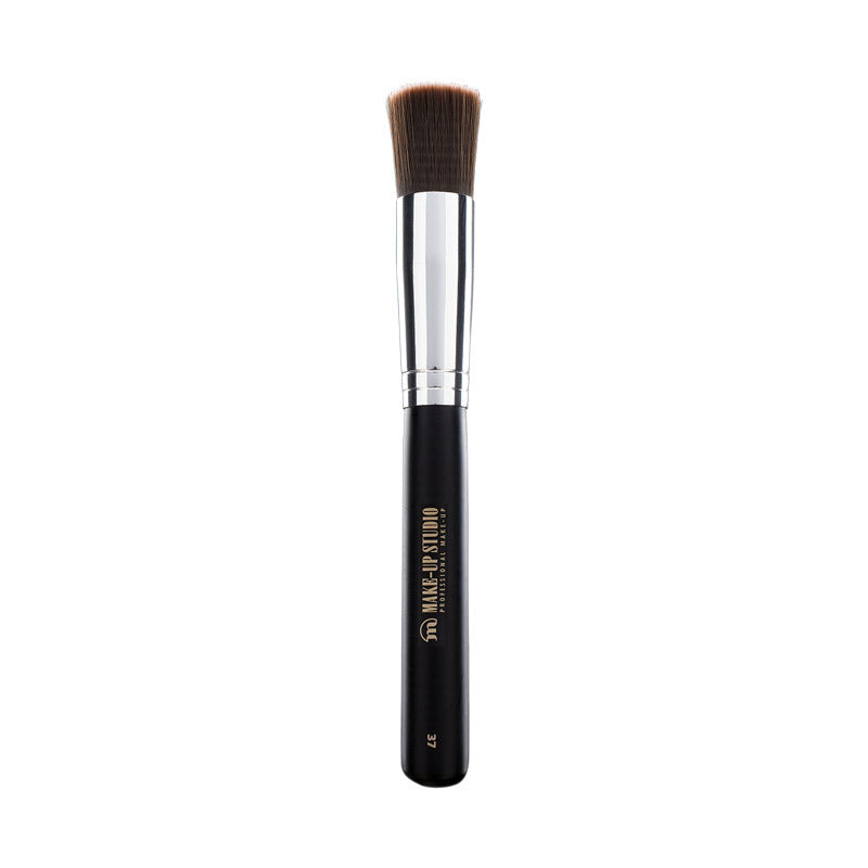 No. 37 Large Foundation Brush