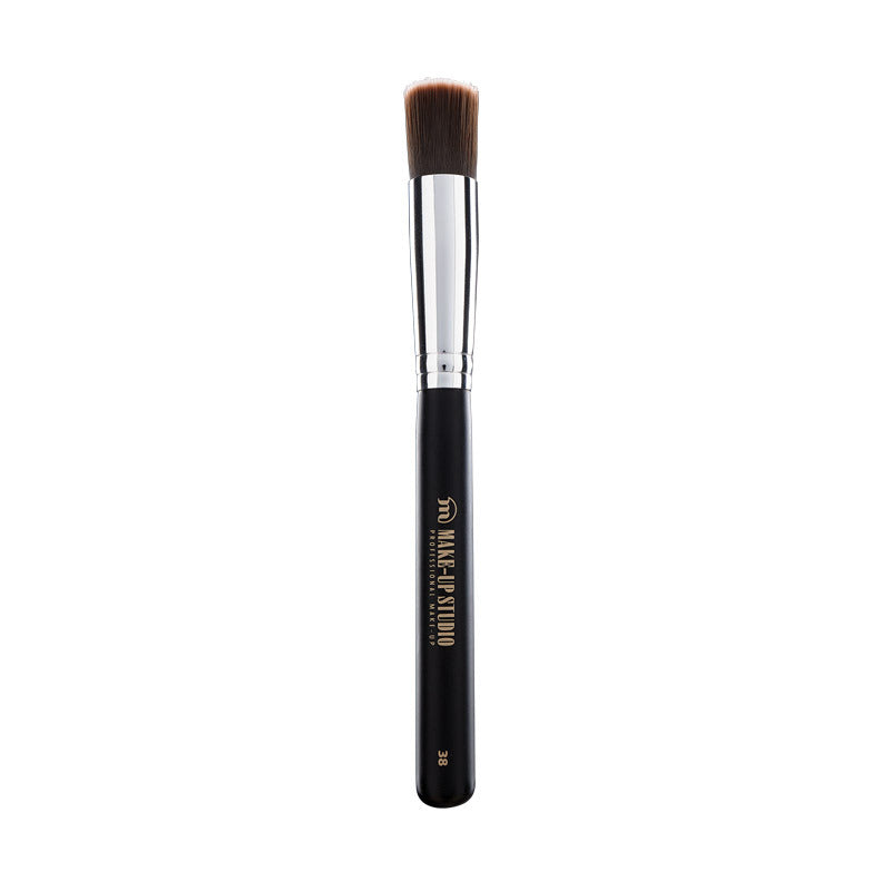 No. 38 Medium Foundation Brush