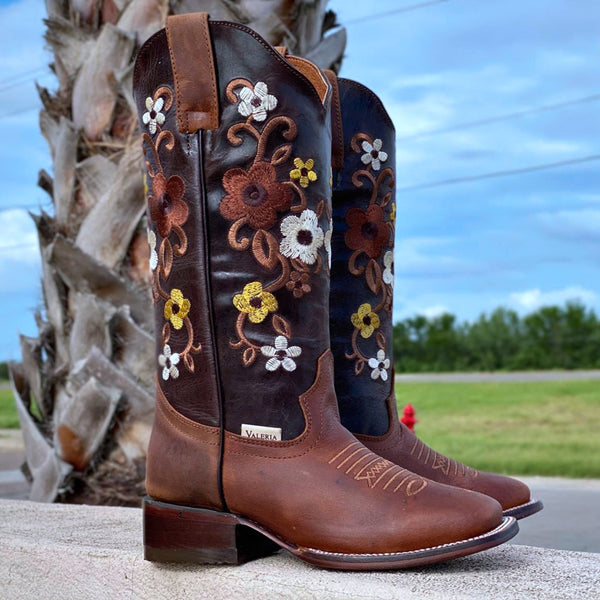 Women's Brown Embroidered Boots – Rodeo Toe