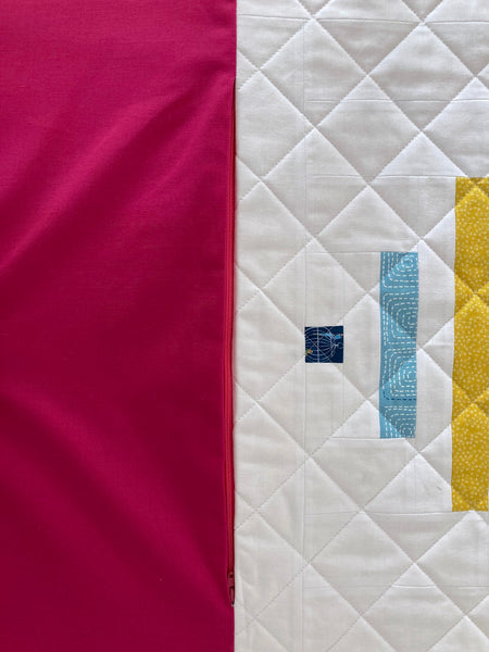 how to insert a zipper into a quilted pillow, spinning top quilt pattern by penny spool quilts