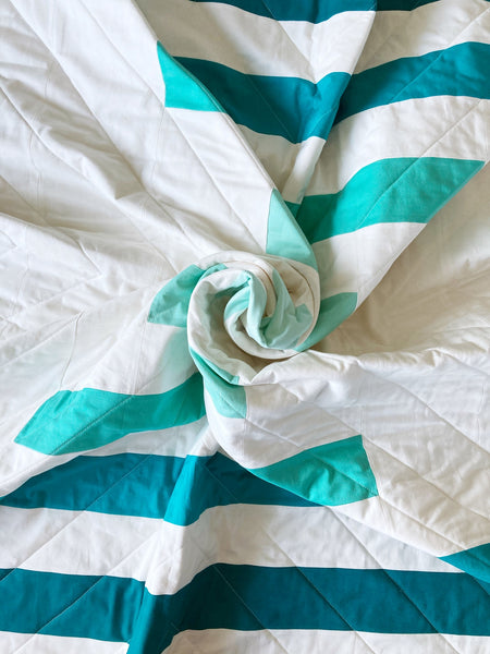 Raise The Bar modern quilt pattern by Penny Spool Quilts - turquoise ombre quilt scrunched up