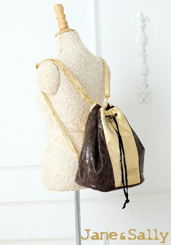 (JaneSally)Patchwork With Two Kinds Of PU Leathers Snakeskin Pattern Backpack Shoulder Bag With Detachable Strap Cross Body Bag Barrel Bag(Starry Gold)