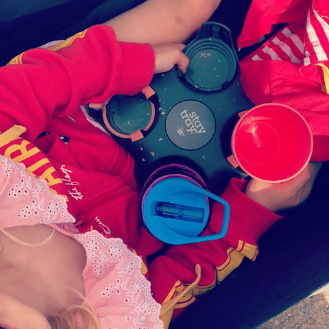 Drink bottles, juices, sports drinks, smoothies, baby bottles and fast food drinks can all be conveniently carried with the Stay tray