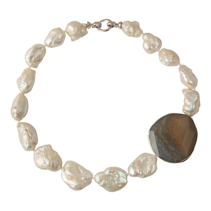 STONE PEARL CHOKER W/ SMOKY GRAY QUARTZ MEDALLION