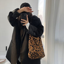 Load image into Gallery viewer, Leopard Chain Shoulder Bags