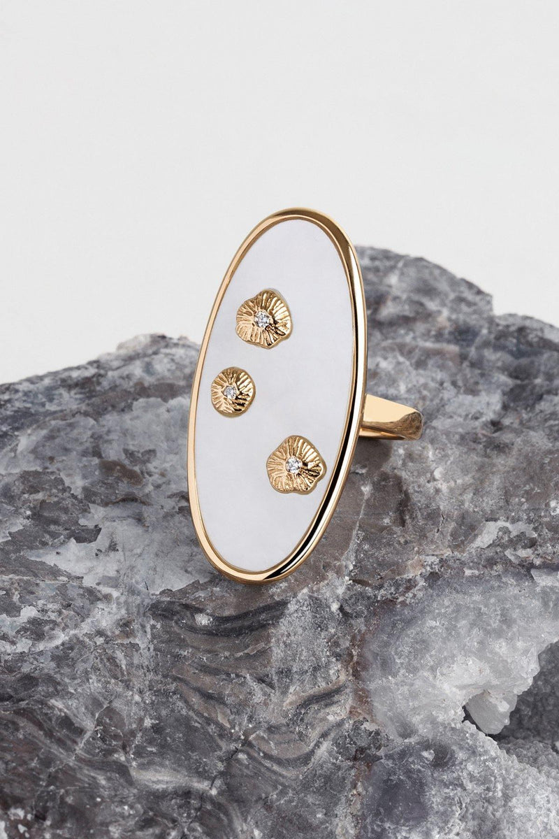 Queens - NAiiA - 14K solid gold mother of pearl ring with three gold bezeled diamonds on rock