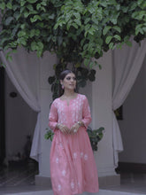 Load and play video in Gallery viewer, Wind in my Hair Kurta - Pink