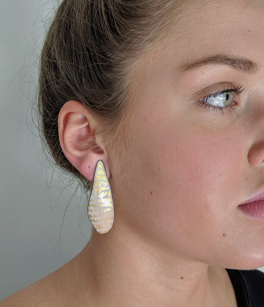 Load image into Gallery viewer, Midas tear drop post earrings (Medium length)