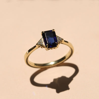 Meghan Ring With Sapphire and diamonds