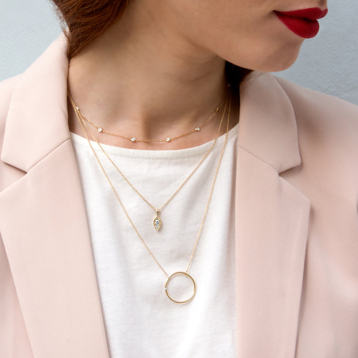 minimalistic gold necklace with diamonds