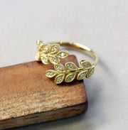 Closed Leaf Ring Diamonds