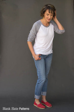 Rivage Raglan - women's raglan t-shirt, sweatshirt, and dress sewing pattern by Blank Slate Patterns. Love the high low hem on this!