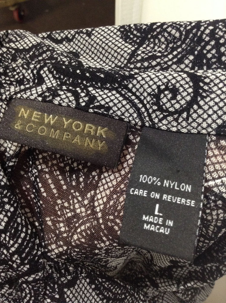 New York & Company Black 100% Nylon Floral Pattern Button Down Shirt Size: Large