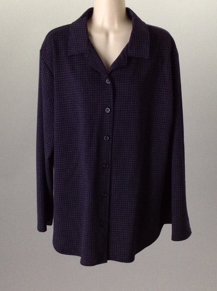 70% Polyester 30% Rayon Casual Long sleeve Button Up Shirt Size: Large