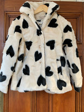 Load image into Gallery viewer, Heart print faux fur jacket
