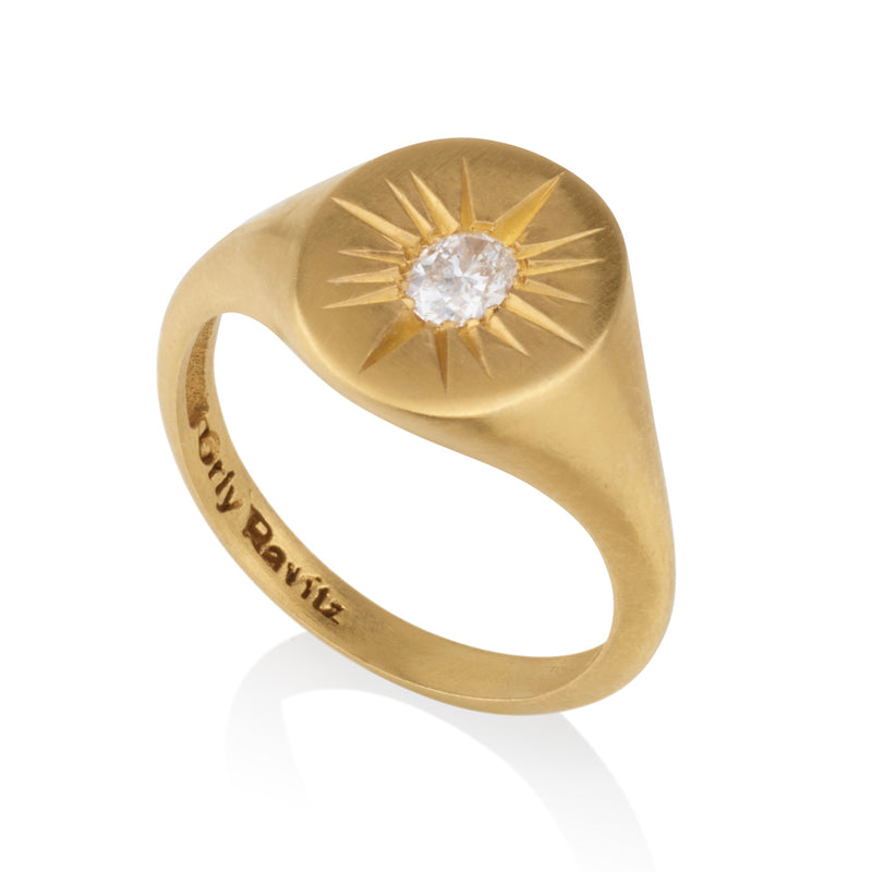 Signature round shaped star signet ring