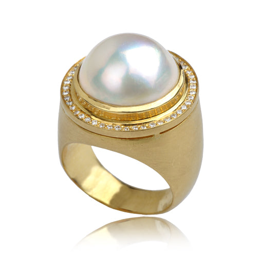 A statement ring with a Mobi pearl and diamonds