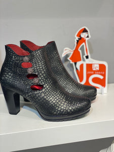 Jose Saenz - Black Crocodile Pattern Classic Ankle Boot