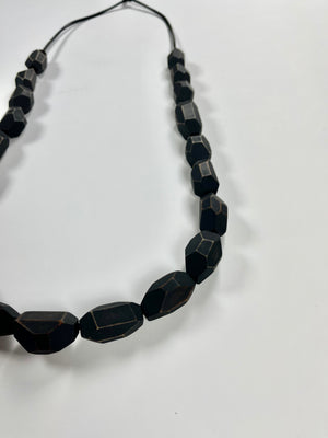 Load image into Gallery viewer, black maple bead long necklace