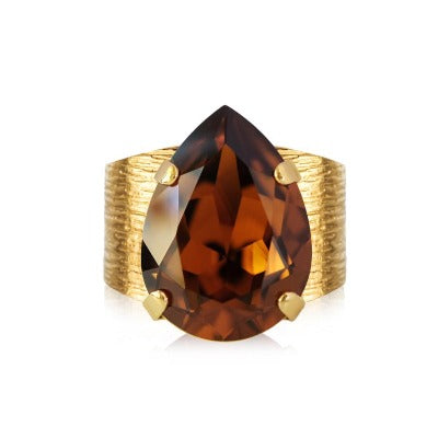 This 18K plated Classic Drop Ring in drop shaped beautiful Smoked Topaz from Swarovski is adjustable to fit perfect on your finger