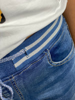 Load image into Gallery viewer, Zac&Zoe Pull on Jogger Jeans- Light Denim