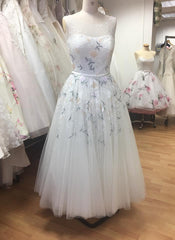 Image of the Rosie wedding dress on mannequin.