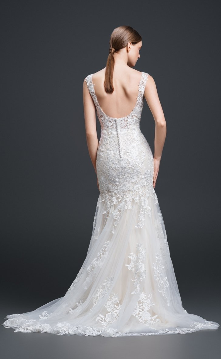 gi-clara Fit and flare lace wedding gown