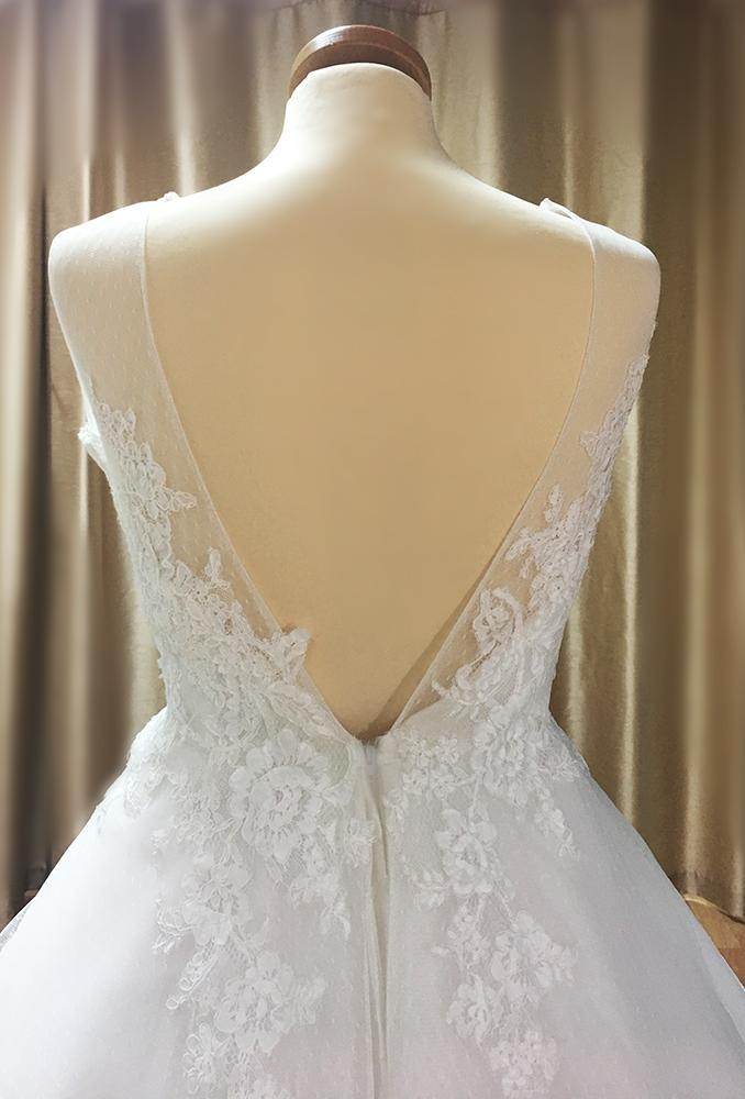 wr-ruth  Spotted Swiss tulle wedding gown with 50's silhouette