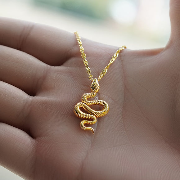 The Hiss Necklace