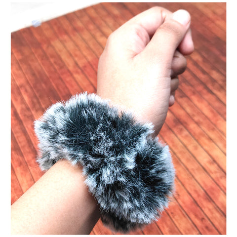 Anokhi Ada Black Fur Scrunchie for Girls and Women (15-12 Scrunchie)