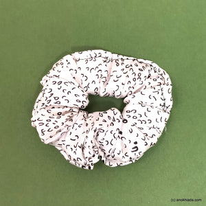 Anokhi Ada White Satin Scrunchie for Girls and Women (15-33 Scrunchie)