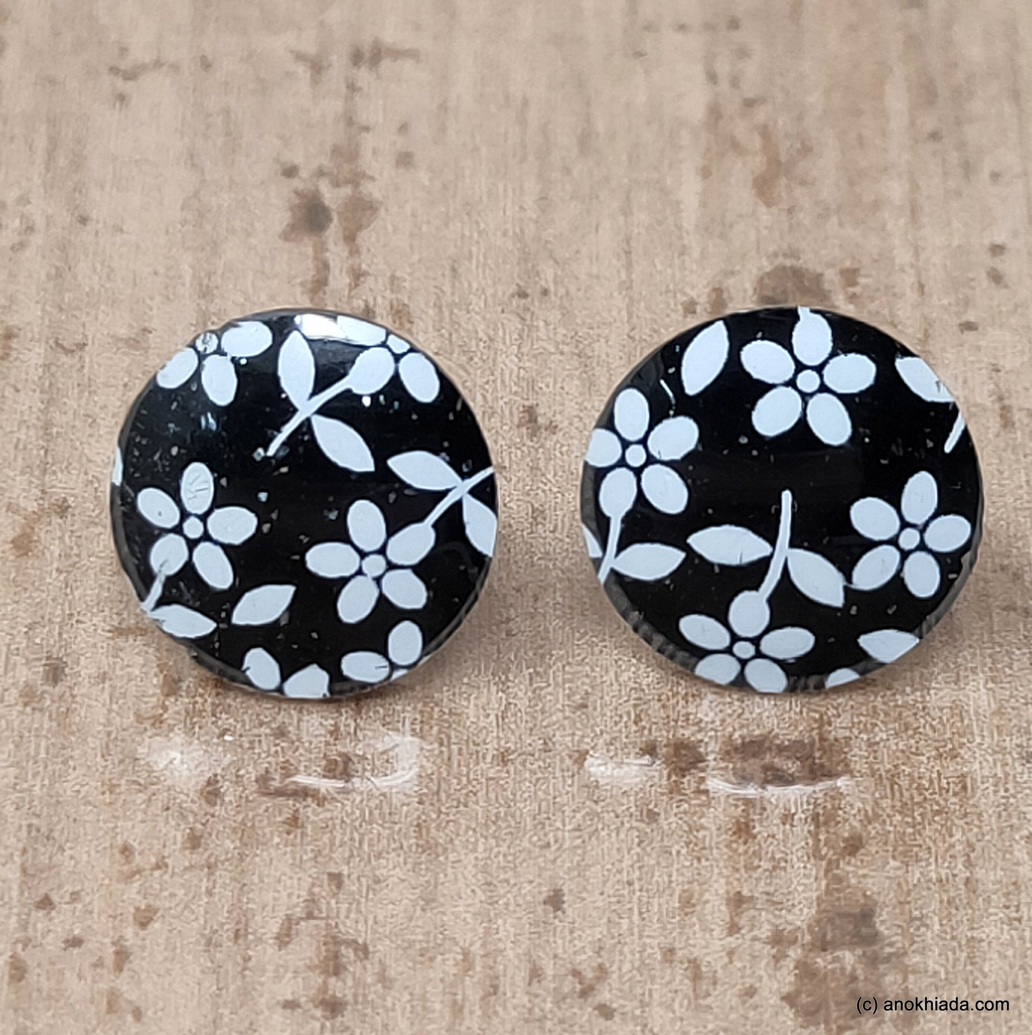 Anokhi Ada Small Round Plastic Stud Earrings for Girls ( Black, AR-27f )
