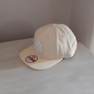 New York Yankees MLB Pale Yellow 9FIFTY Adjustable Baseball Cap