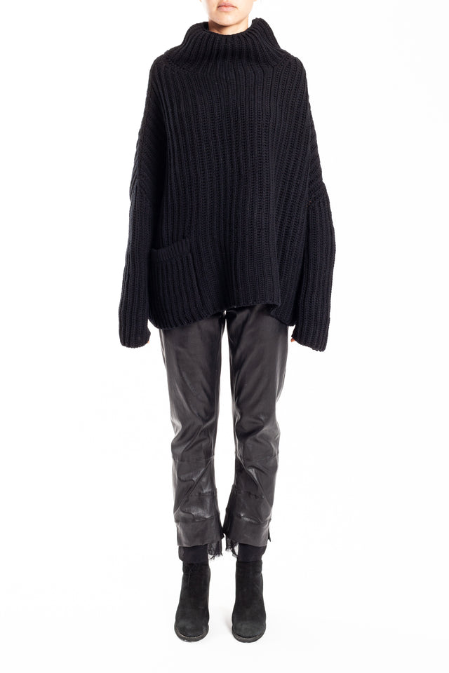 Forme d'expression Fisherman Rib Turtleneck Jumper in Black