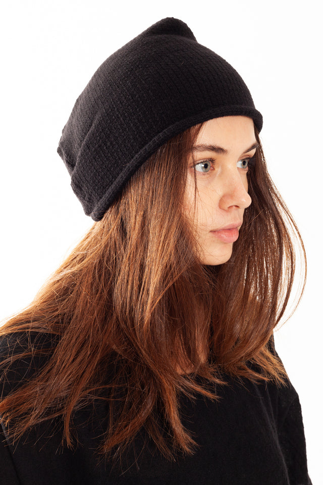 Forme d'expression Knit Forage Beanie in Black