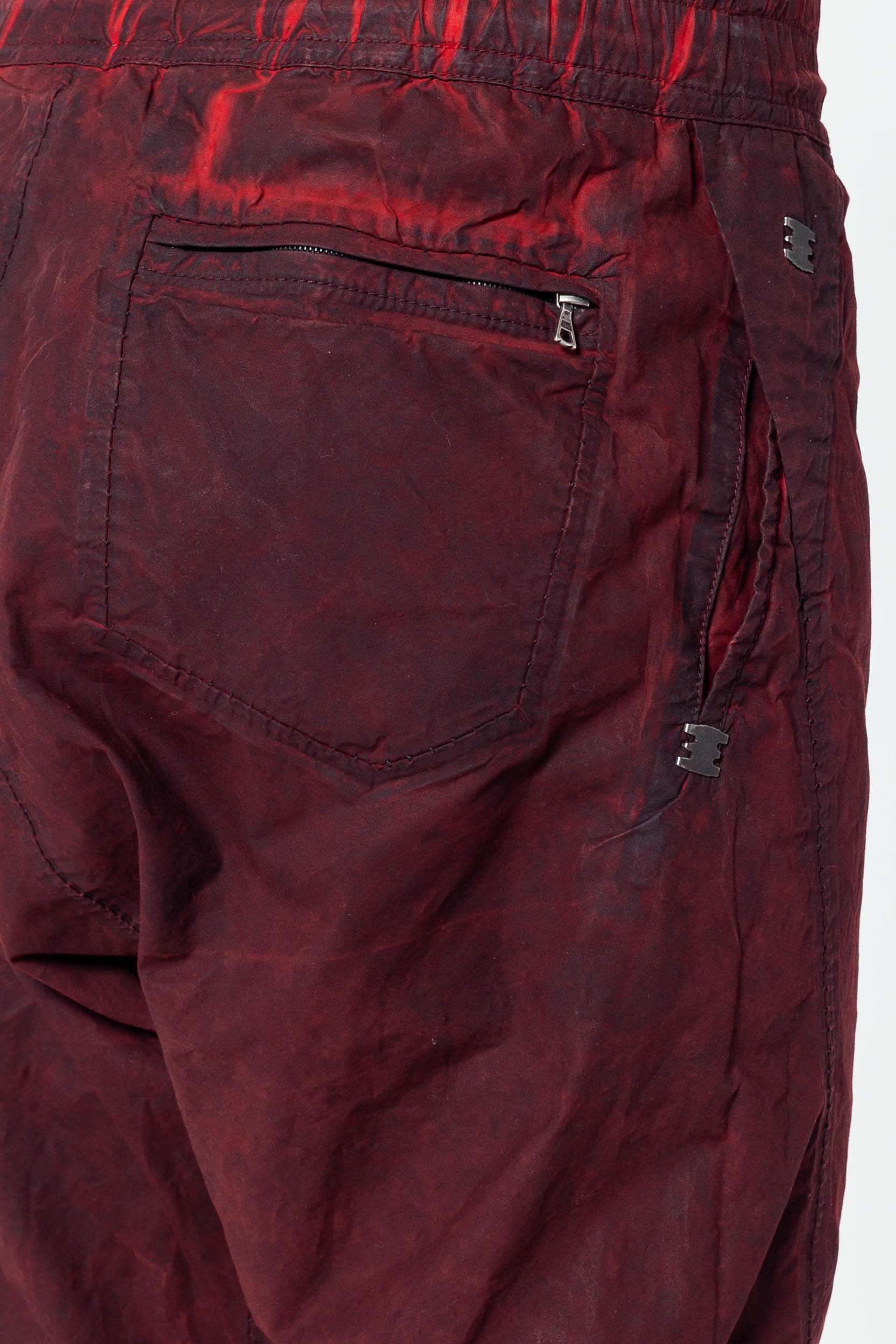 Isaac Sellam Nonchalent Short in Rouge/ Plomb
