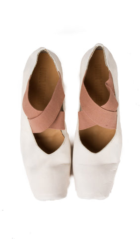 ballerina shoe in white