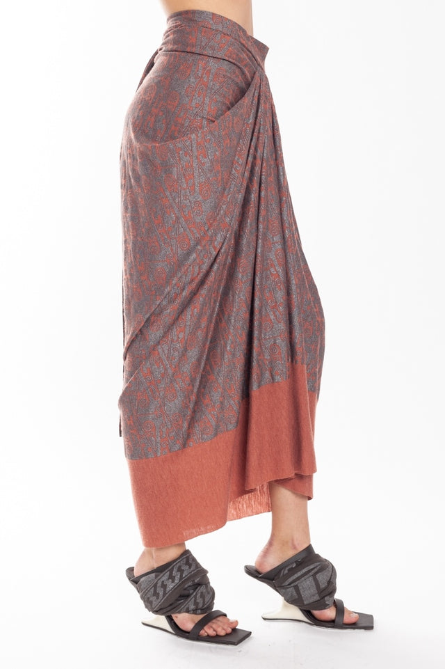 Lilies Center Drape Skirt