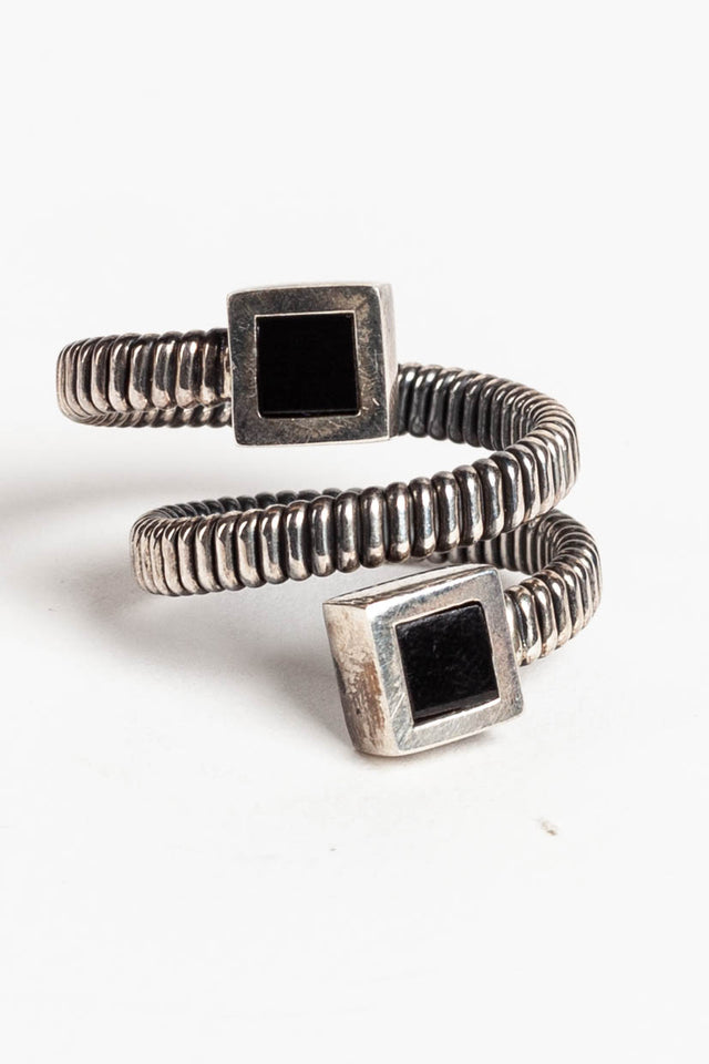 Tubular Ring With Onyx