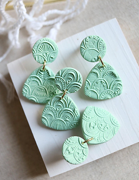 Rococos in Mint - Petal & Posy