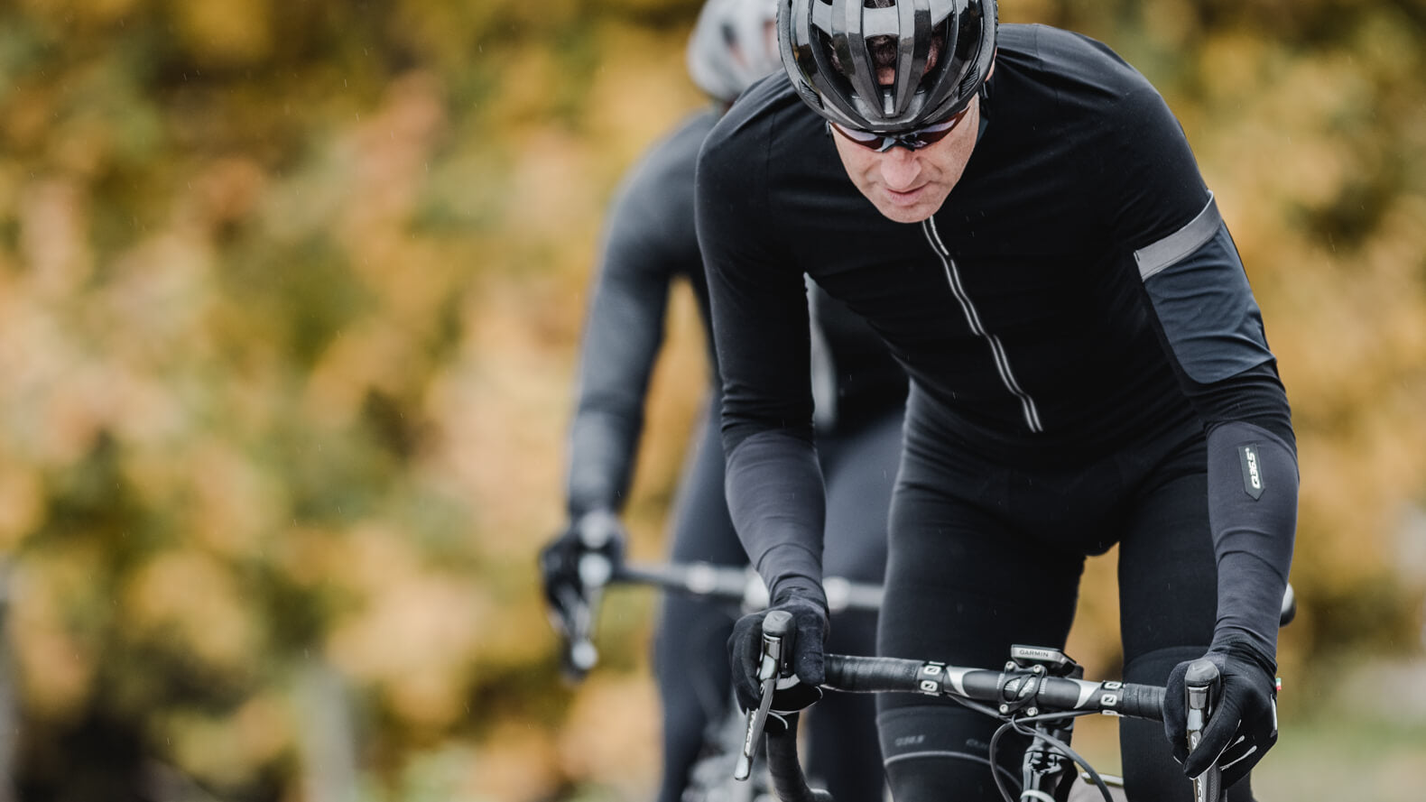 Q36.5 Hybrid Que X Long Sleeve Cycling Jersey in Black for cold weather riding conditions.
